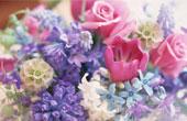 Как украсить праздничный стол цветами