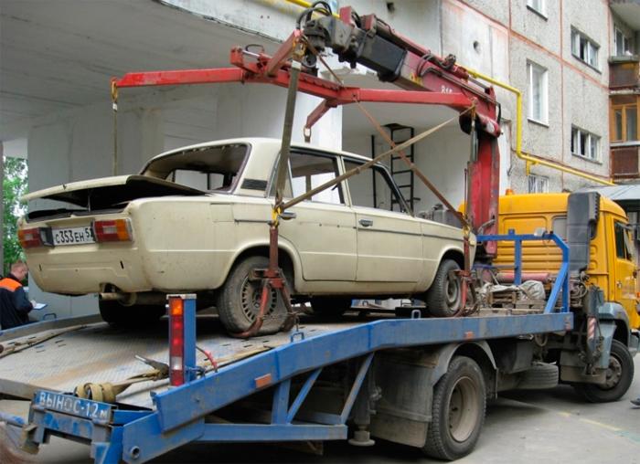 Авто в металлолом: особенности и случаи