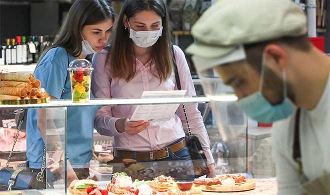 На сколько увеличились траты москвичей после открытия летних веранд ресторанов