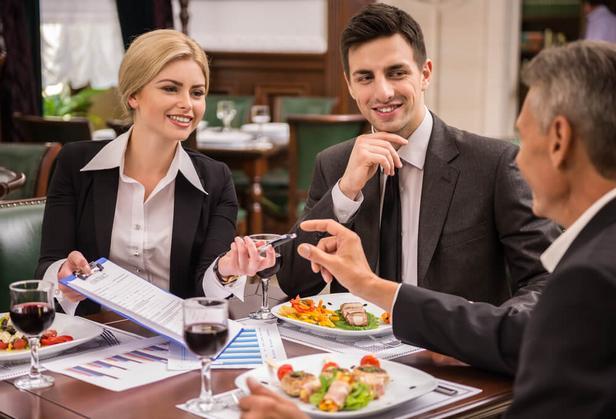 Как вести себя в ресторане. Часть первая
