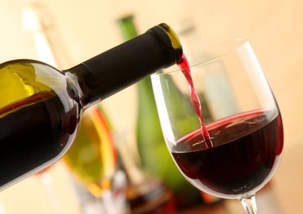Названы вина-фальсификаты, которые продаются в магазинах Москвы